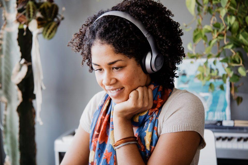 relaxing-in-headphones
